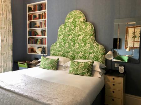 グレーの寝室の実例、キット・ケンプのホテル