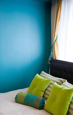 ターコイズブルーの寝室、デコール東京のリフォーム事例