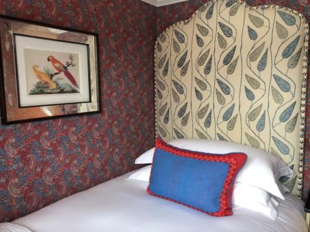 赤い寝室の事例、ホテルナンバー16