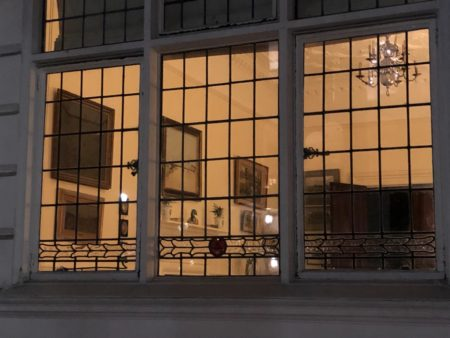 ロンドンエアビー  タウンハウスの窓辺