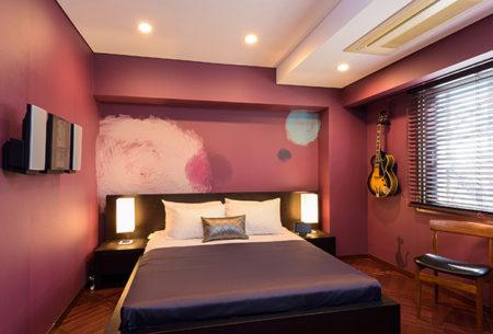 赤紫の寝室の事例、デコール東京のリフォーム事例