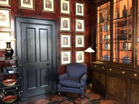 赤い寝室の事例、ブレイクスホテル